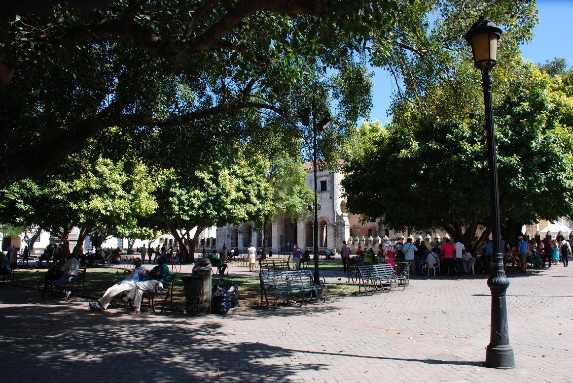 Il Parque Colon di Santo Domingo, punto di ritrovo per gente del posto e turisti.