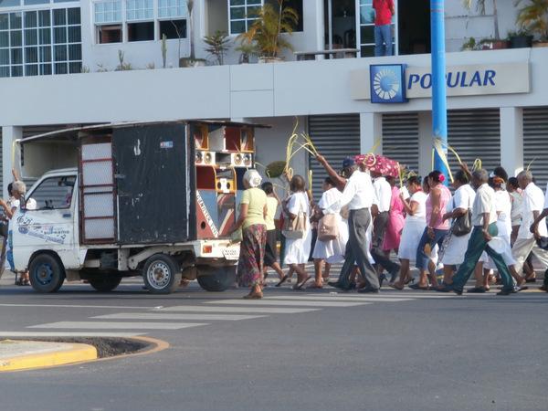 Processione mentre aspettiamo la barchetta