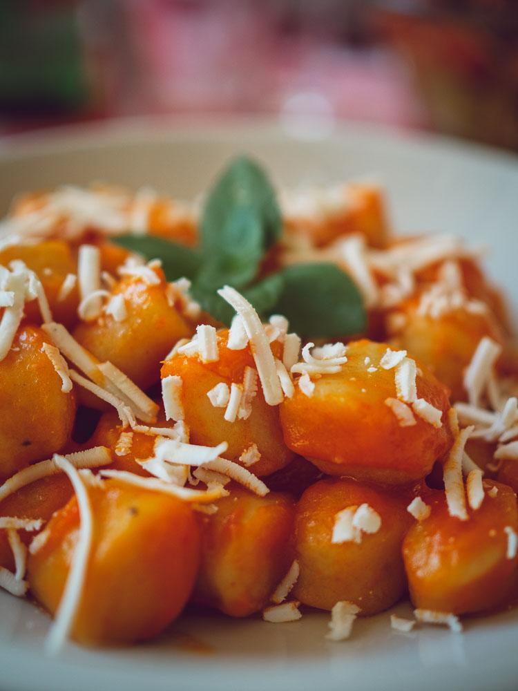 Gnocchi con sugo di peperoni, L'osteria del contadino, Bolsena